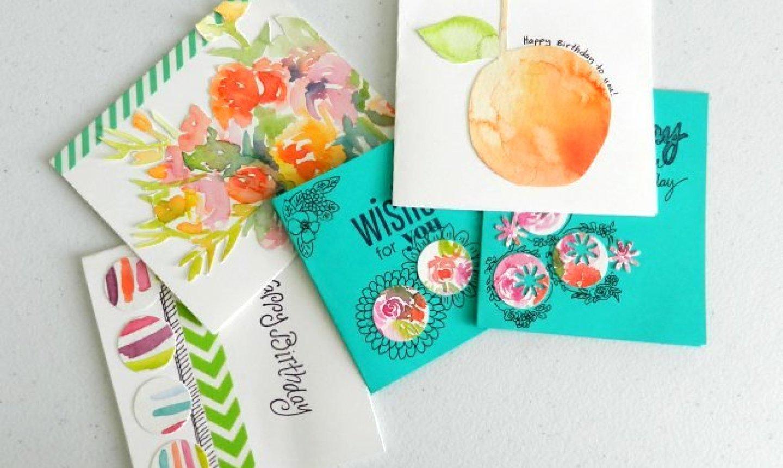 Estas bellas tarjetas están realizadas con recortes de acuarelas